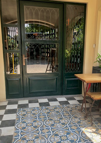 首都プノンペンにて。お気に入りのカフェ。