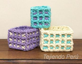 Canasta cuadrada tejida en waffle crochet XL con trapillo