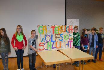 Schulklasse aus Bad Kreuzen zeigt die Ergebnisse des Wettbewerbes