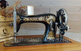 Naumann D4, Geradestich-Nähmaschine mit CB-Greifer, Baujahr ca. 1912,  Hersteller: Seidel & Naumann Nähmaschinenwerk und Eisengießerei AG, Dresden (Bilder: Tanja Zeller)