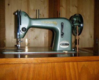Thimonnier Geradestich-Nähmaschine, Singer-Klon, evtl. Importmaschine (Bilder: O.Goestchel