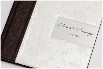 Металлическая вставка с именами и датой свадьбы
