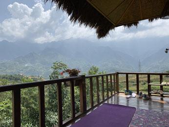 Yogi Life auf der Sapa Eco Home Terrasse
