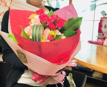 ブライダルエステ最終日のお客様へ花のブーケを!