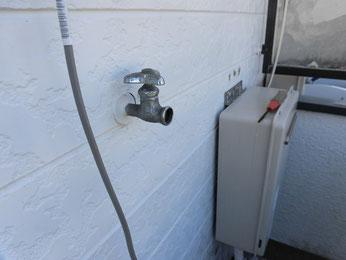 水栓は備品、洗濯機と駆け落ちしたのでしょう。