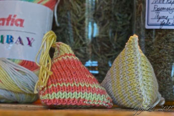 adaptation of Joelle Hoverson's More Last-Minute Knitted Gifts