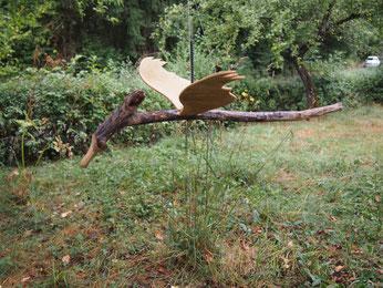 petit dragon en bois flotté et cagette à ailes mobiles