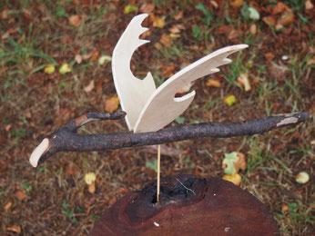 petit dragon en bois flotté et cagette pour ombre chinoise