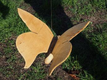 petit papillon en bois flotté et cagette à ailes fixes