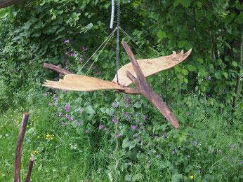 petit dragon en bois flotté et cagette à ressort
