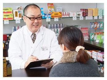 新潟市の漢方薬専門店「西山薬局」漢方相談の様子
