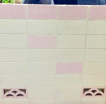 練馬桜台ガーデニングショップかのはのジョリパットで施工した塀です。20〜30代の女性が入居していらっしゃるマンションの塀で、入口付近の雰囲気が暗いので明るくして行きます。ペンキ塗り料金1㎡3000円〜  練馬桜台 ガーデニングショップかのはの
