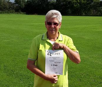 Anne Frömling mit der Urkunde für den 3. Platz im B-Turnier