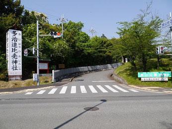 ①宮山台2丁交差点を曲がります。坂を15mのぼり左折します。
