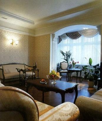 Дизайн интерьеров квартиры в дворцовом стиле. Гостиная в квартире на пр. Динамо