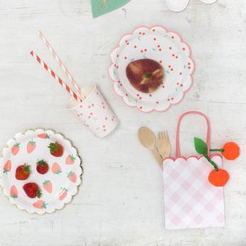deco-baby-shower-theme-fraises-et-cerises-deco-table