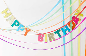 guirlande-happy-birthday-multicolore-bordure-doree-deco-anniversaire-multicolore