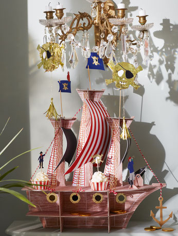 decoration-anniversaire-pirate-meri-meri-centre-de-table-bateau-pirate
