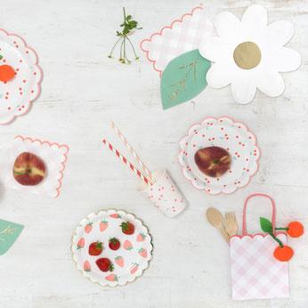 deco-baby-shower-theme-fraises-et-cerises