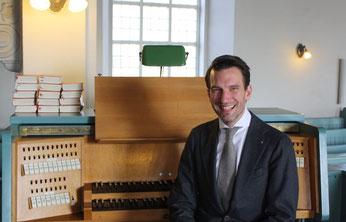 """Nach dem Abschied von Maximilian Lojenburg als Chorleiter weiß er """"seine"""" Kantorei in guten Händen und unterstützt uns weiterhin regelmäßig an der Orgel"""