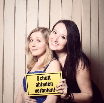 Rebecca Gorbach mit Schwester Theresa im März 2016