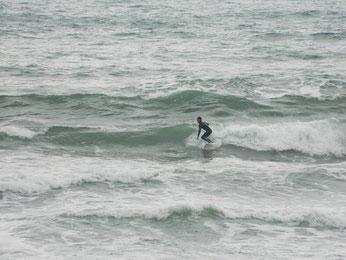 風は強く無かったですが、まとまりが無い波でした。