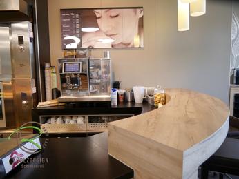Stehtisch Bäckereieinrichtung mit Holzdekor HPL-Schichtstoff belegt, runde Fromverleimung Bartresen, runder Bartresen für Bäckereieinrichtung, Bäckerei Stehtisch Formverleimt,