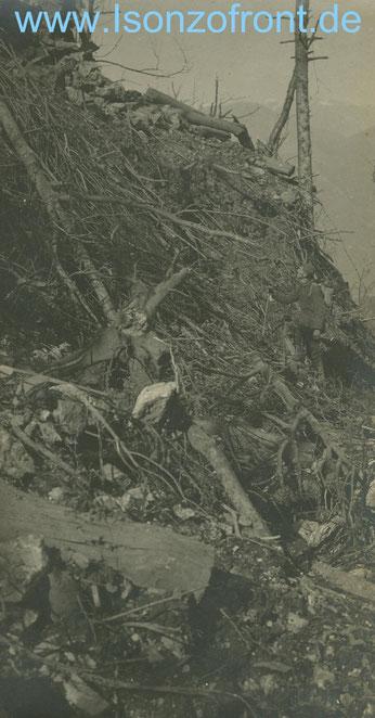 Karl Gassenschmidt in den zerschossenen Stellungen in den Jeza Hängen.