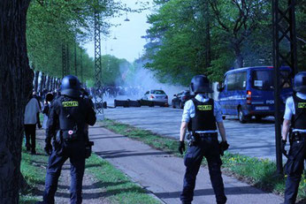 @konfront. Politiet angriber solidaritetsdemo med Palæstina (14. maj 2021)