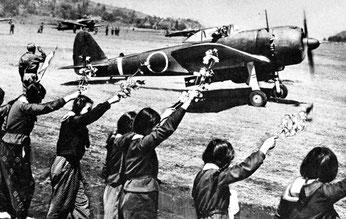 """Départ d'un kamikaze à bord d'un """"Hayabusa"""""""
