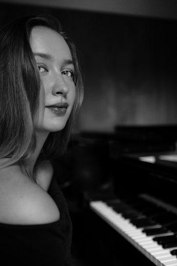 Valeria Stab - Diplom-Pianistin