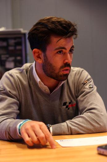 Safety Car Fahrer Carlos Ezpeleta im Gespräch mit MotoSports24