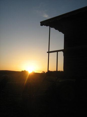 genieten tijdens de ondergaande zon