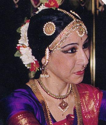 Chandrika Chinoy Bharata Natyam Madrid, Chandrika escuela de danza india Madrid, Clases Bharatanatyam Madrid, Clases de Danza India Madrid