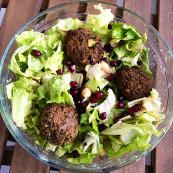 Salat mit gesunden Falafel ohne Fett