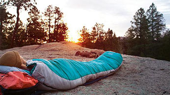 Schlafen am Boden: Hilfe bei Rückenschmerzen