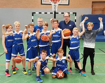 In diesem Jahr in der Siegerpose geübt: Unsere Mini-Basketballer.