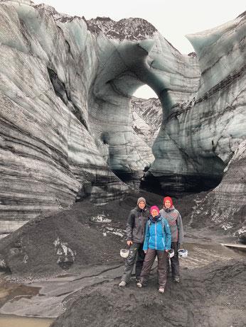 Lorenz mit seinen Eltern am Gletscher Myrdalsjökull