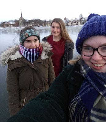 Lioba, Corona und Lena, eine Freundin aus Deutschland (v.l.)