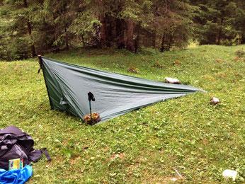 Zelt ultraleicht selbst genäht grün dunkelgrün grasgrün Wanderstab Wanderstäbe Alpen E5 Holzgau
