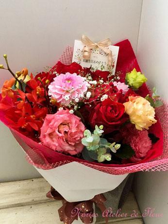 赤・ピンクカラーの花束