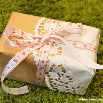 Geschenkverpackung mit Tortenspitze