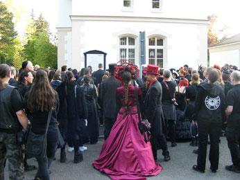 Nicht alle WGT-Teilnehmer sind ausschließlich schwarz gekleidet. Foto: Lisa Joseph