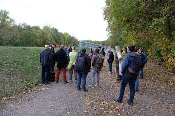 Der Rundgang endete am Nahleauslassbauwerk, wo eine abschließende Diskussion über den Schutz des Leipziger Auwalds stattfand.