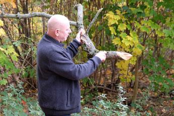 Dr. Otto informierte über Totholz und über die Bedeutung der Pilze im Auwald.