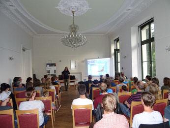 Fledermausvortrag im Schloss Schönefeld. Foto: Carola Bodsch