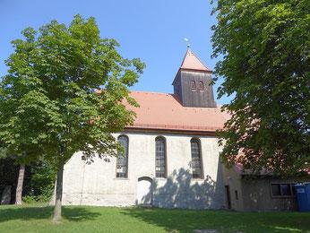 Die Kirche Zuckelhausen in der Mittagsonne fotografiert von Wolfgang Kulick.