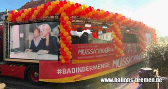 LKW von Cordes und Graefe mit Luftballongirlanden geschmückt beim Freimarktsumzug 2018