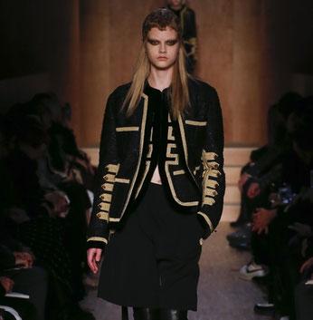 Retour de la veste officier chez Givenchy
