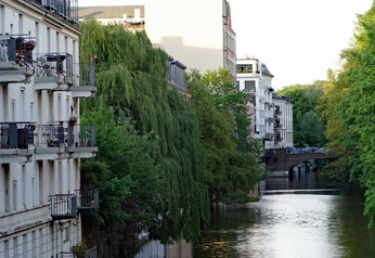 Mehrfamilinehaus in Hamburg am Wasser